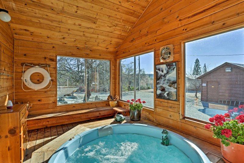 Bénéficiant d'un bain à remous, un sauna et un de son genre espace extérieur, cette maison de 3500 pieds carrés est parfait pour jusqu'à 11 personnes.