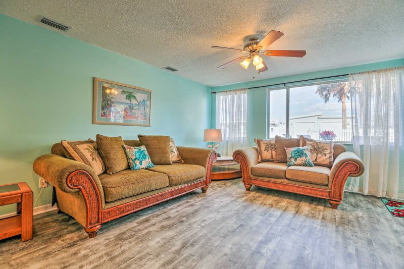 Escape to New Smyrna at this 2-bedroom, 1-bathroom vacation rental apartment!