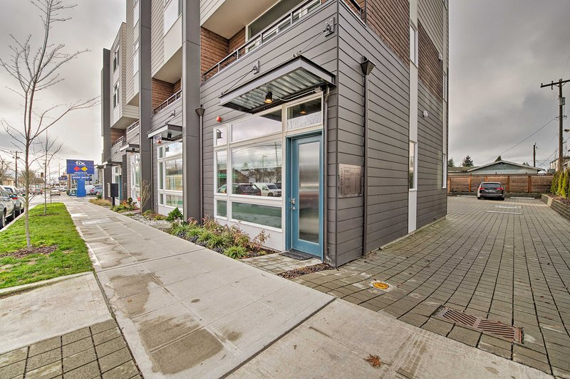 This apartment is ideally situated near the heart of Ballard!
