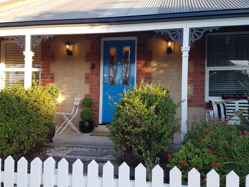 La Maison Riviére - THE RIVER HOUSE Bed and Breakfast, holiday rental in Goolwa