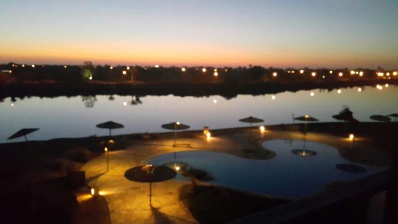 Piscina y vistas a la laguna