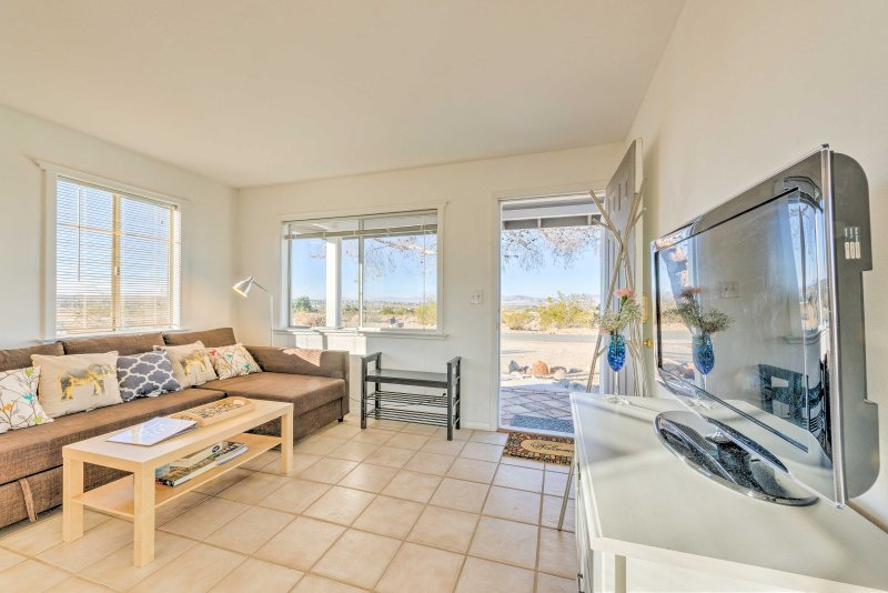 Escape from your everyday worries to this beautiful 3-bedroom, 2-bathroom vacation rental house in Twentynine Palms!