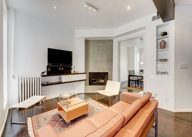 Lounge with beautiful leather couch, fireplace and more...