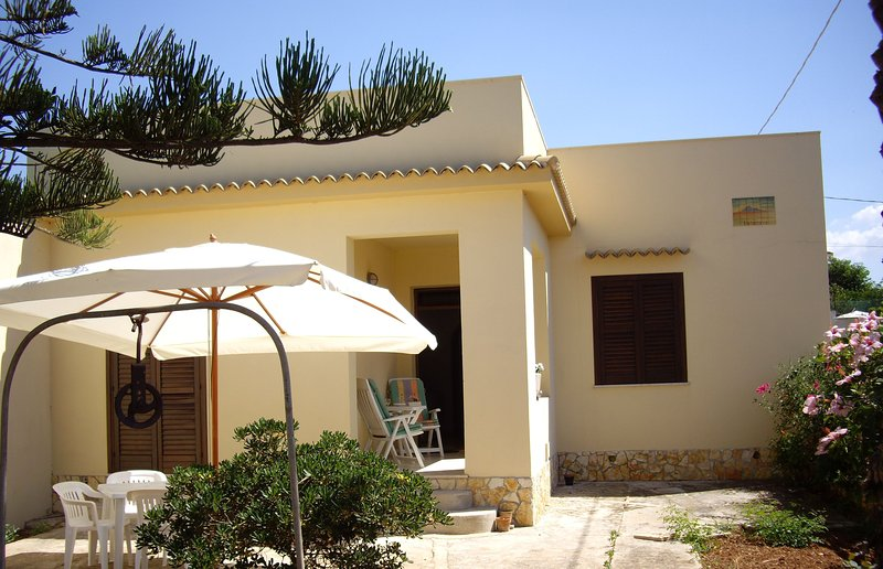 Bungalow Italy, Sicily, Mazara del Vallo, E la barca va Located on the south west, by the sea.