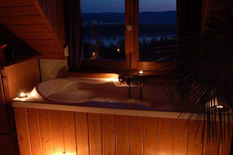6 rooms, swimming pool, jacuzzi,sauna, garden, near Budapest,Danube Bend, casa vacanza a Leanyfalu
