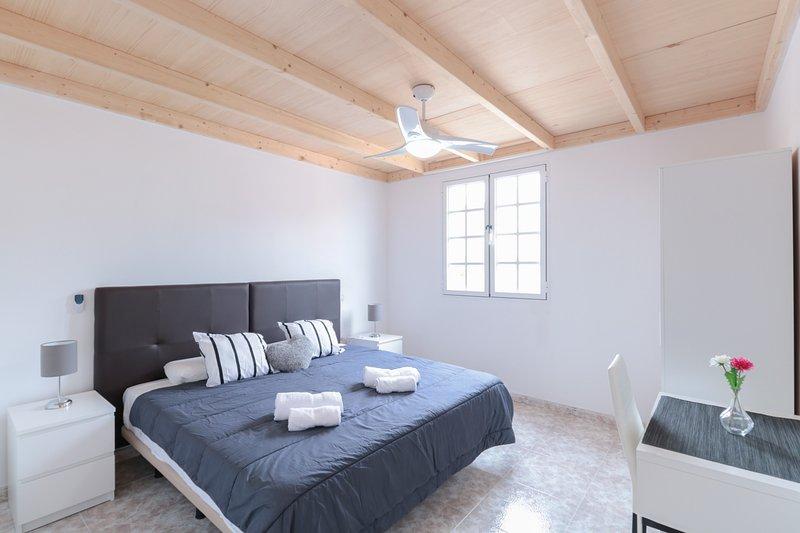 #2 Private Room Renovated Aprt in Town, aluguéis de temporada em Pino Santo