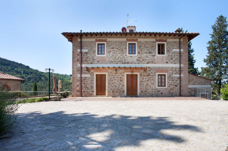 Picille Villa Sleeps 18 with Pool and WiFi - 5241525, holiday rental in Osteria Nuova