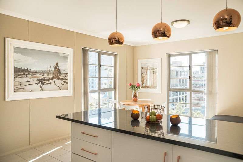 Modern Apartment in Cape Town, holiday rental in Walmer Estate