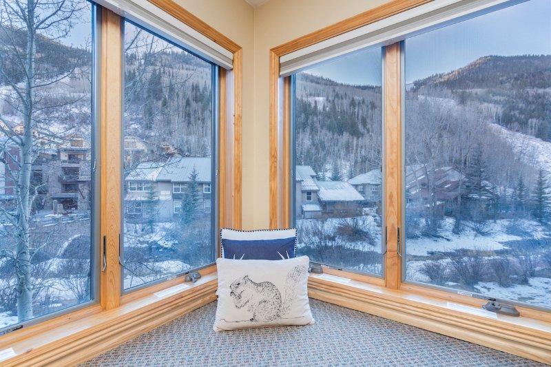 Viking Lodge 217 - de V-vormige erker heeft een prachtig uitzicht op de rivier en de bergen.