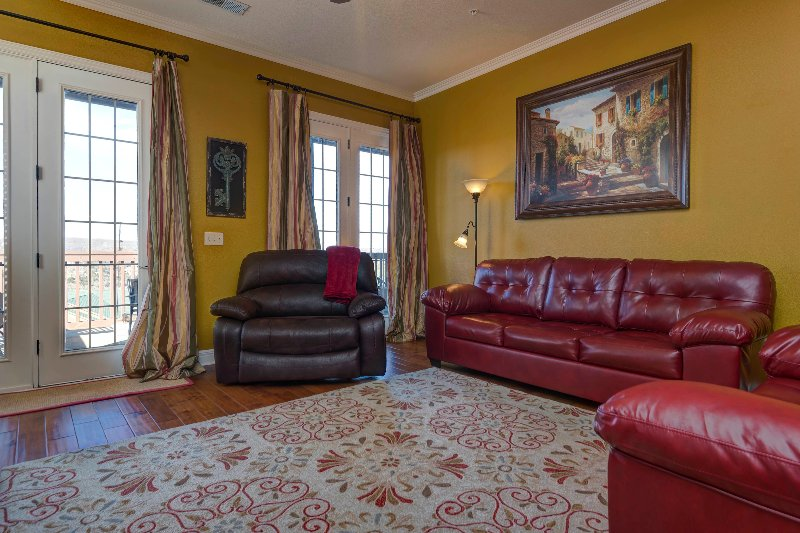 Stylish & Luxurious Condo next to Indoor Pool, SDC, holiday rental in Galena