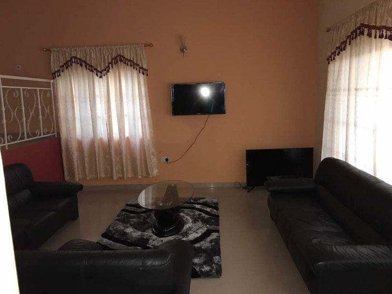 PRIVATE GUEST HOUSE IN ACCRA, holiday rental in Achimota