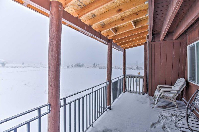 Dit rustieke 3 slaapkamers, 2 badkamers Island Park vakantiewoning cabine is de perfecte bestemming voor uw volgende Idaho retreat!