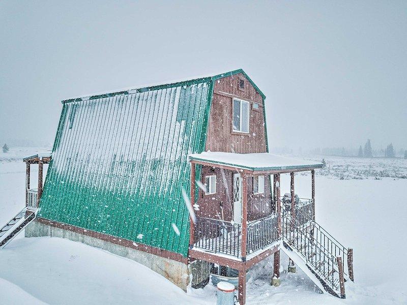 Deze op maat gebouwde, 3 verdiepingen tellende cabine biedt een majestueus uitzicht op de bergen!