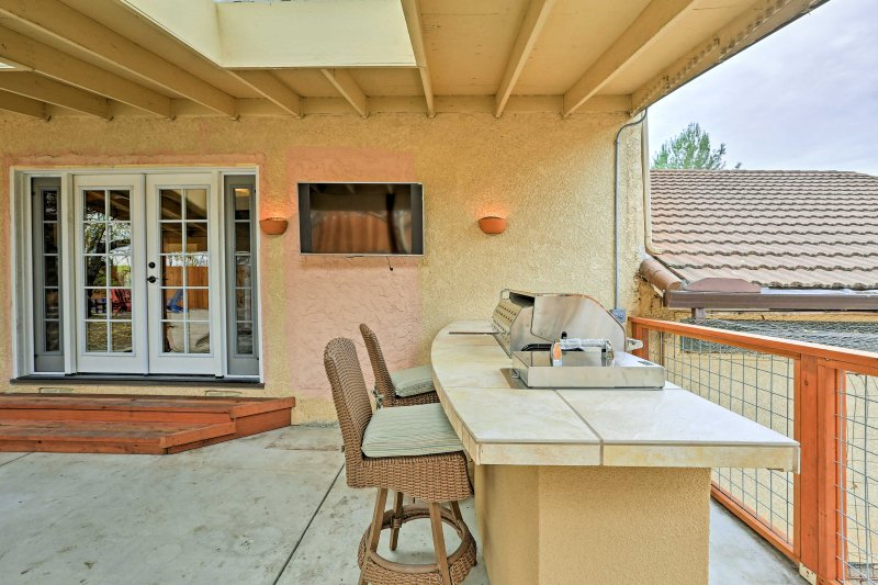 You'll love cooking at the outdoor kitchen, complete with a gas grill!