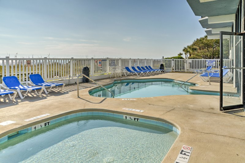 This 1-bedroom,1-bath vacation rental condo in Myrtle is ideal for 6 guests!