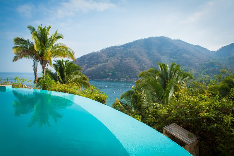 Casa Flourish - Luxury in Yelapa, Infinity Pool, Huge Views, Accommodates 8-10, aluguéis de temporada em Yelapa