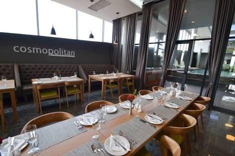 Cosmopolitan Restaurant im Gebäude