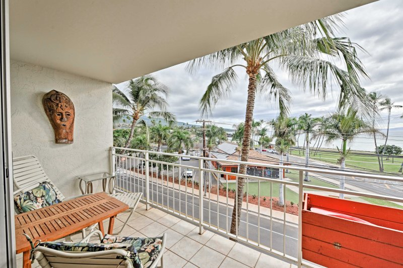 Escape to paradise and stay at this vacation rental condo in Kihei.