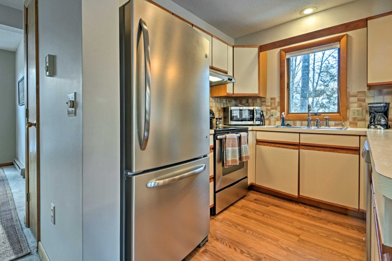 The fully equipped kitchen boasts top-notch stainless steel appliances.