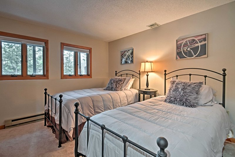 Kids or close friends will love sharing the second bedroom with 2 twin beds.