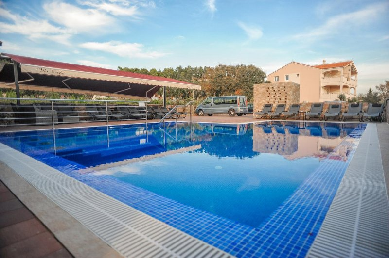Caska Apartment Sleeps 5 with Pool and Air Con - 5461668, holiday rental in Caska