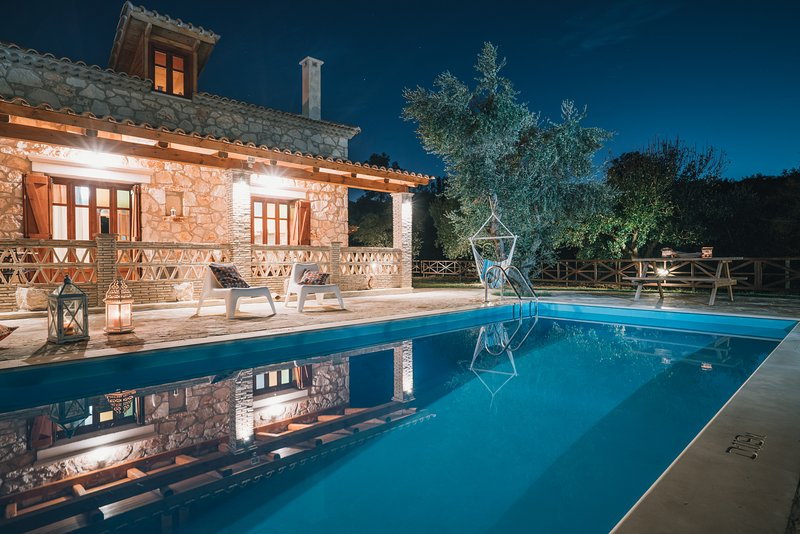 Alegria Villas - Luxury (Private Pool, Jacuzzi, by the Beach, With Sea View), holiday rental in Vasilikos