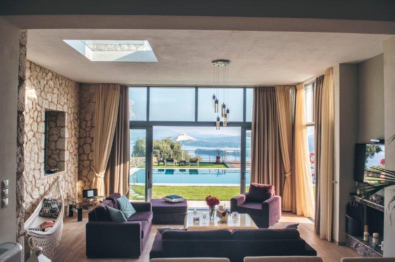 Ypsos Villa Sleeps 10 with Pool and Air Con - 5502949, aluguéis de temporada em Agios Markos