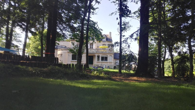 Panoramica della casa. La camera si trova al 2 ° piano