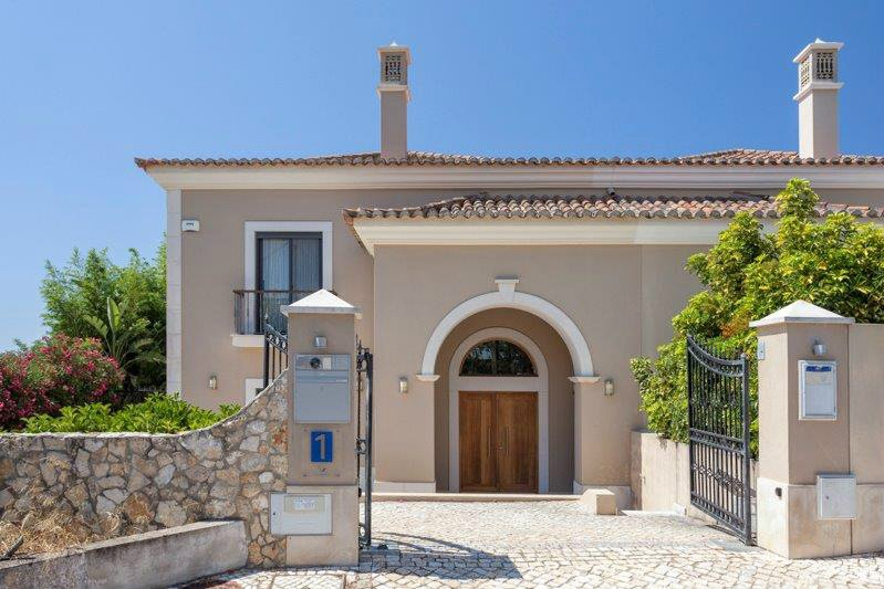 Vale Formoso Villa Sleeps 6 with Pool Air Con and WiFi - 5480068, location de vacances à Alfarrobeira