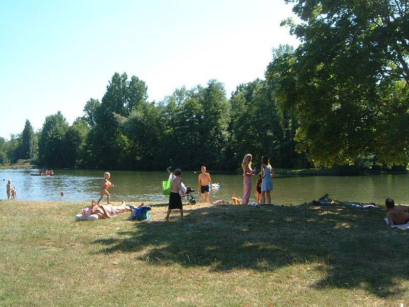 Navigation de plaisance et la baignade sur la rivière Dronne près de « La Croix »