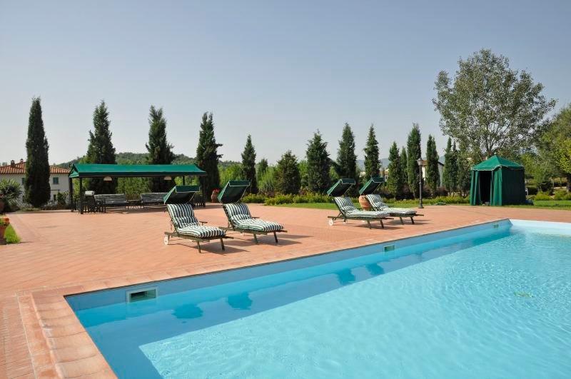 Reggello Villa Sleeps 9 with Pool Air Con and WiFi - 5218396, alquiler vacacional en San Donato Fronzano
