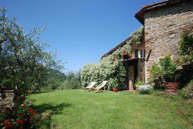 Lucca Villa Sleeps 6 with Pool Air Con and WiFi - 5218220, holiday rental in San Pietro in Campo