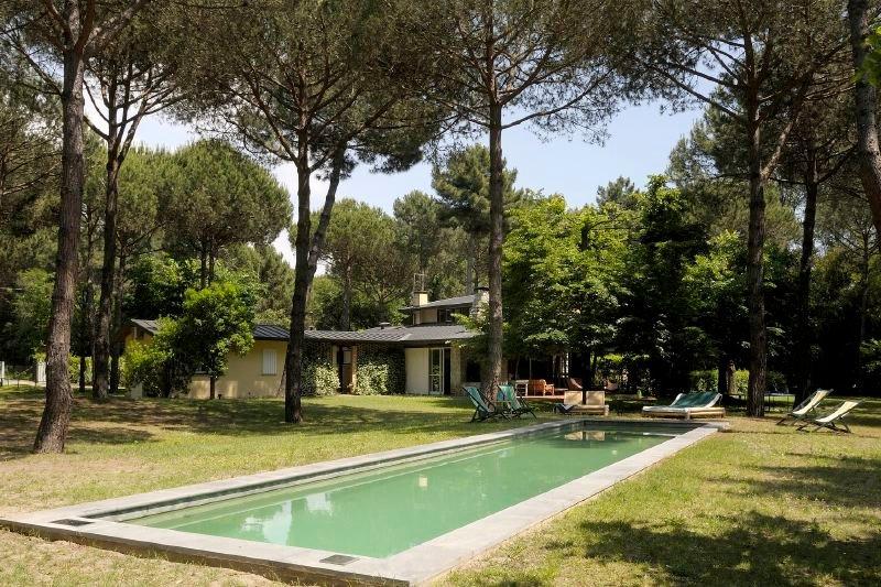 Forte dei Marmi Villa Sleeps 14 with Pool Air Con and WiFi - 5218198, location de vacances à Forte Dei Marmi