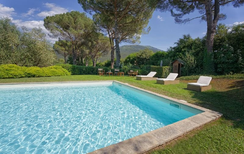 Lucca Villa Sleeps 11 with Pool Air Con and WiFi - 5218197, holiday rental in San Pietro in Campo