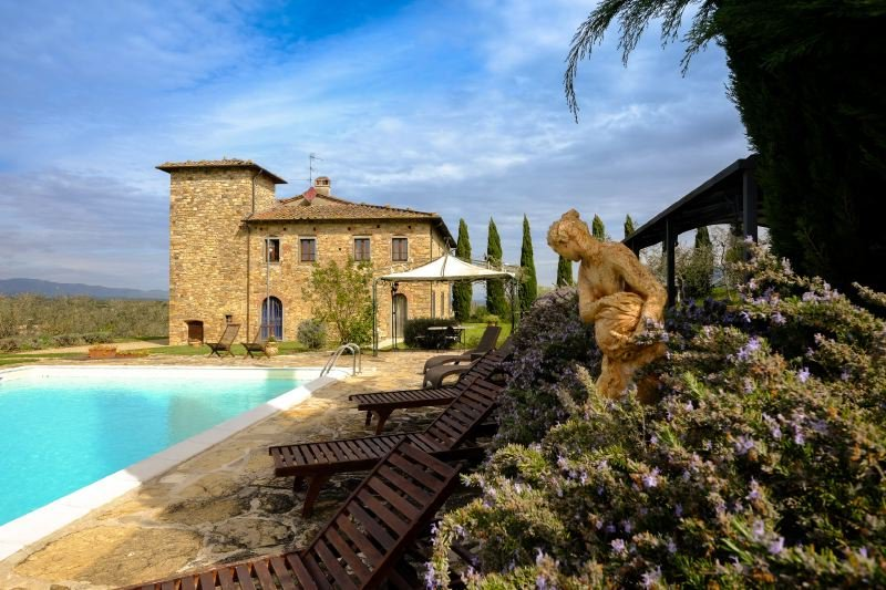 Bucine Villa Sleeps 18 with Pool Air Con and WiFi - 5218122, vacation rental in Levane