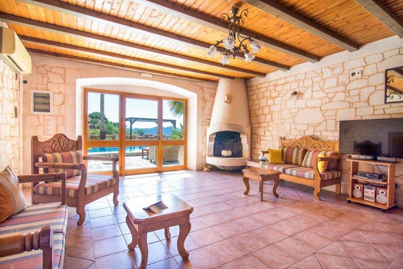 Kyrtomados Villa Sleeps 6 with Pool and Air Con - 5218081, holiday rental in Vatolakkos