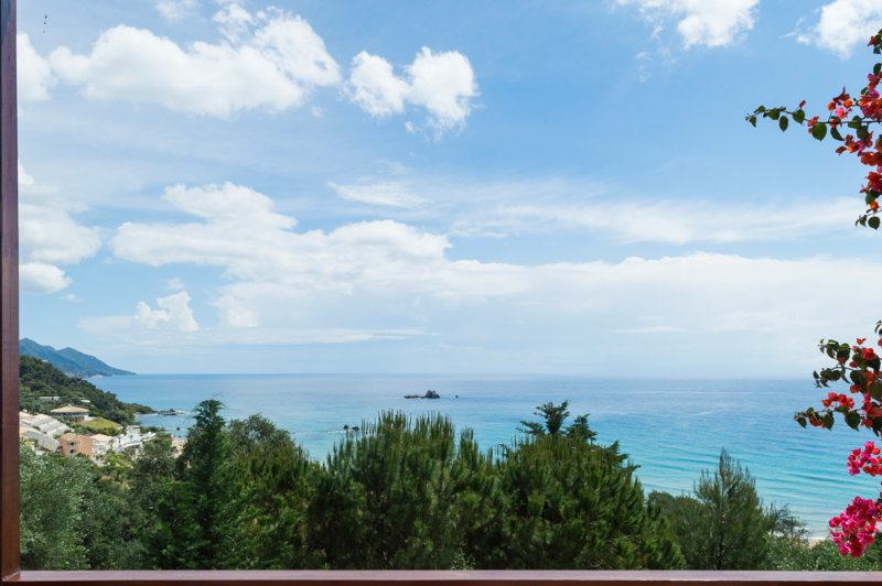 Apolpaina Villa Sleeps 8 with Pool and Air Con - 5218002, holiday rental in Spanochori