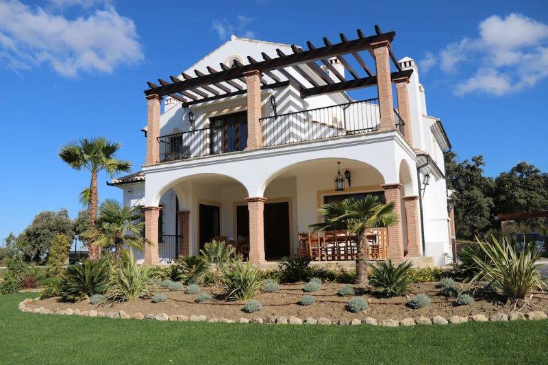 Villa Las Encinas - The evergren Oaks