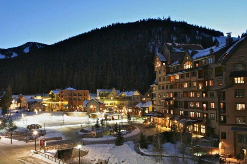 Winter Park Resort se iluminó por la noche.