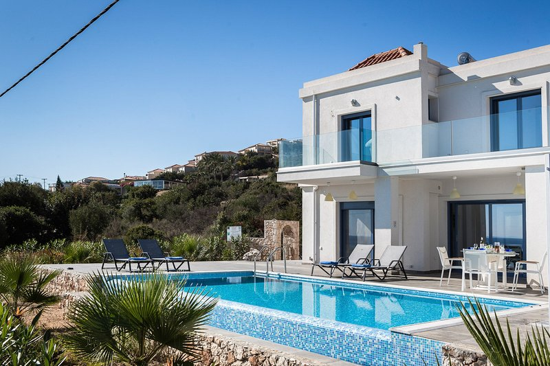 Beautiful Villa with Private Infinity Pool, Terrace and Panoramic Views