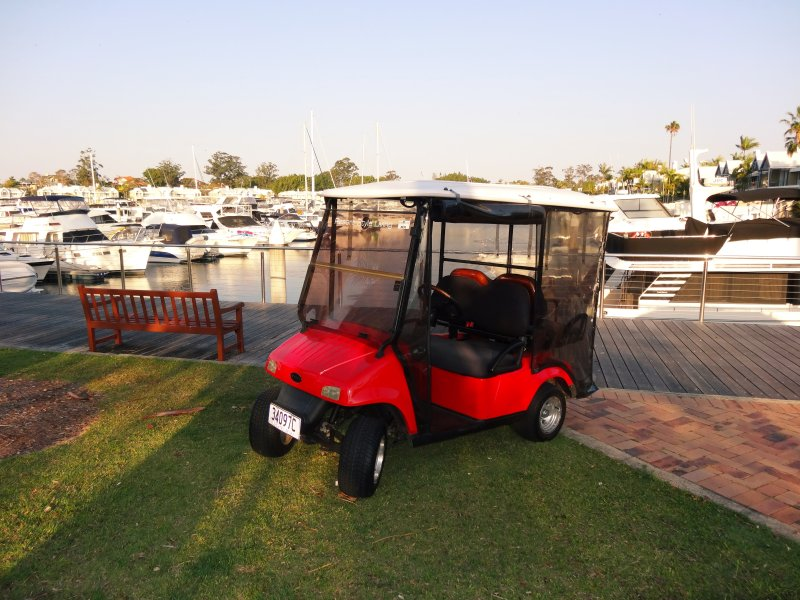 Buggy de 4 plazas incluido! Conduce hasta Sanctuary Cove con tu Buggy gratis.