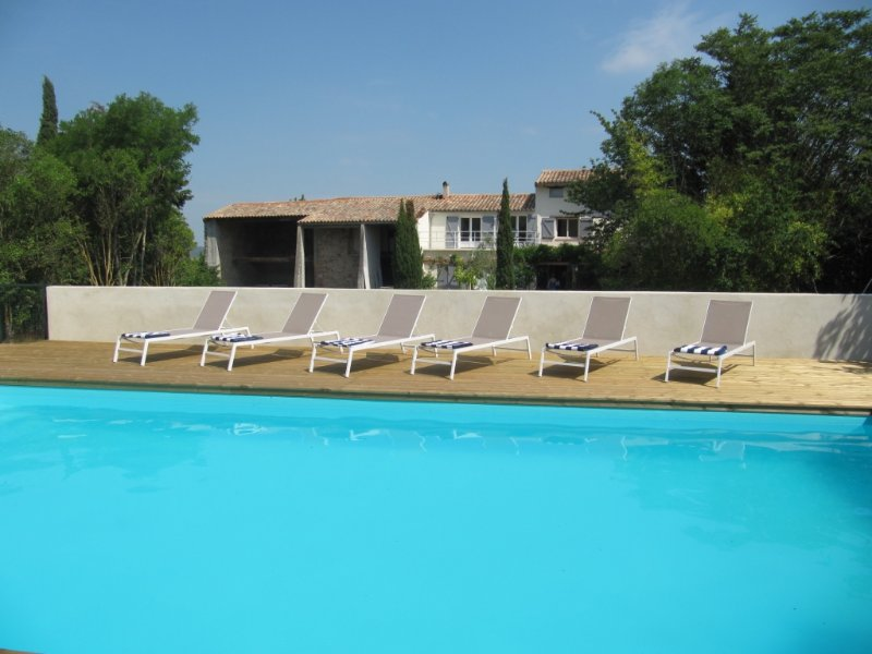 Secluded farmhouse sleeping 6, pool and views, location de vacances à Belveze-du-Razes