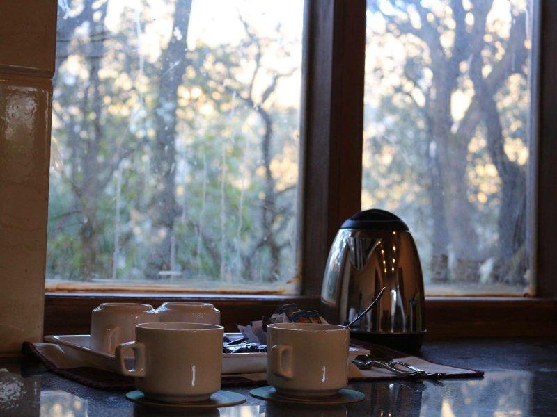 Le thé et le coin café dans le salon garde-manger