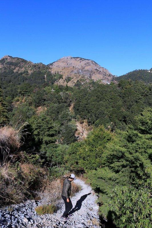 Hathipaon vue de dessus de la route d'approche à Dolina