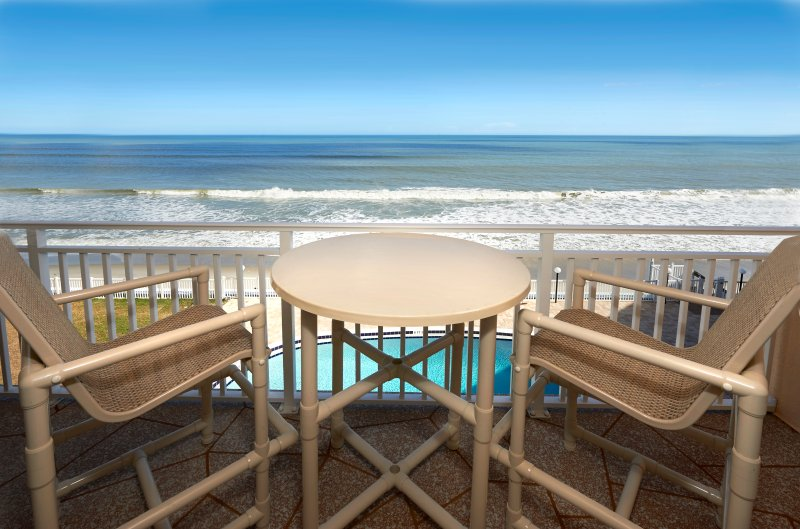 Penthouse - large balcony with Direct Oceanfront views, vacation rental in Satellite Beach