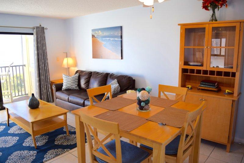 Luminoso soggiorno e zona pranzo