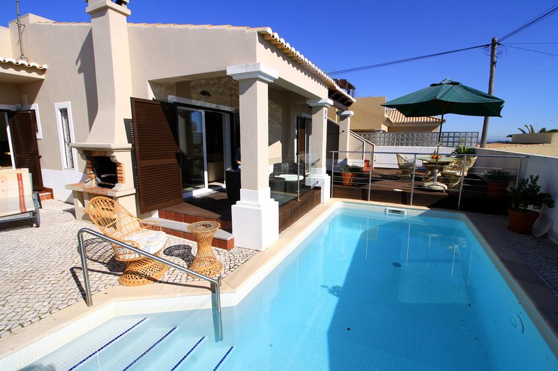 Villa Maria is a high quality detached Villa with private pool., holiday rental in Espiche