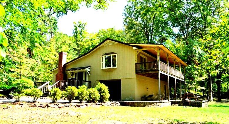 Greenbrier River Retreat Cottage #4, holiday rental in Fort Spring