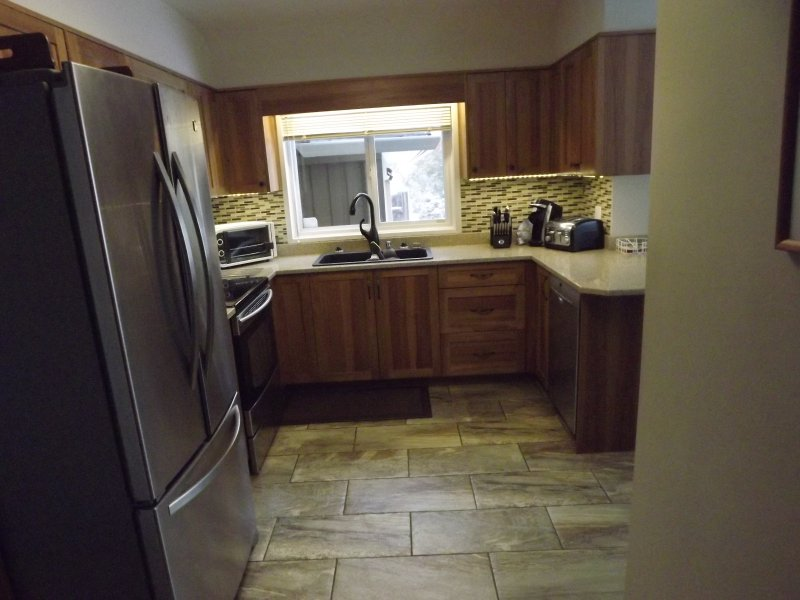 Stainless appliances - extra large fridge, dual oven, bosch quiet dishwasher