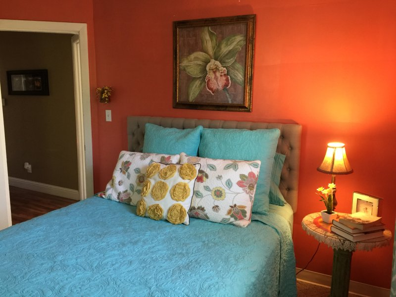 Delightful, Private, Carriage House, Harrisburg, Shawnee Forest with Hot Tub, vacation rental in Creal Springs